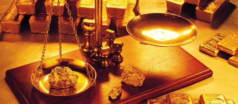 Measuring weight of Gold Nugget with scales